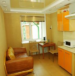Натяжной потолок желтый