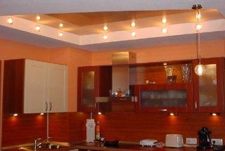 оранжевый глянцевый потолок
